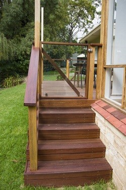 spruce-decking-stairs-burnside