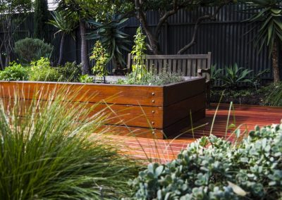spruce-river-red-garden-deck-design_orig