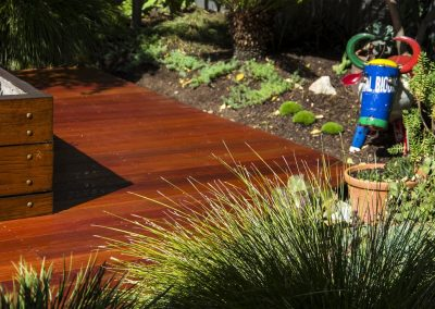 spruce-river-red-garden-deck-feature_orig